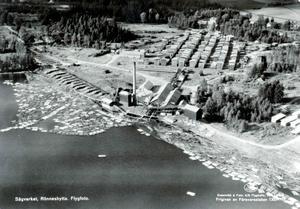 Sjön Multen var länge lagerplats för timmer som flottats till sågen i Rönneshytta.