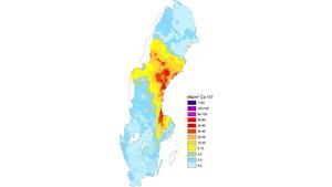 Västernorrland, Gävleborg och Jämtland drabbades av det radioaktiva nedfallet från Tjernobyl (det röda på kartan) för 32 år sedan. De tre länen har också flest döda i cancer, de senaste 21 åren.