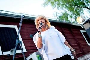 Att utse en favorit mellan de låtar Barbro framfört under alla år är omöjligt, menar hon.