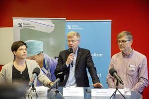 Vi moderater lyssnar till och följer myndigheternas råd och uppmanar andra att göra det samma. Vi följer dagligen utvecklingen och har tät dialog med Region Gävleborgs särskilda sjukvårdsledning, skriver Patrik Stenvard och Ann-Charlotte Granath.