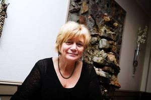 På fredag blir delar av Margareta Winbergs liv framställt i teaterform medan hon själv sitter på scen. Stockholms Improvisationsteater har tidigare gjort samma sak med Dogge Doggelito, Thomas Bodström och Hasse Alfredson
