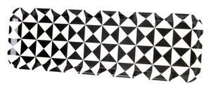 Budget. Bricka med mönstret Triangel från Lagerhaus. Gjord i melamin, mått 50x16 centimeter. Pris: 79 kronor. Foto: Lagerhaus