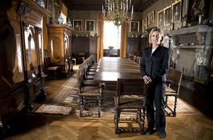 MATSALEN. Christina von Schinkel visar matsalen i den privata delen av Tidö slott. Hon ansvarar för slottets visningar, konferensverksamheten  och värdshuset som har öppet sommartid.