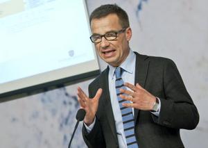 Sjukförsäkringsminister Ulf Kristersson flexar återigen hittepå-musklerna
