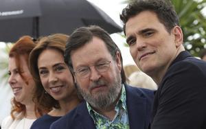 Siobhan Fallon Hogan, Sofie Gråbøl, Lars von Trier och Matt Dillon på filmfestivalen i Cannes förra året. Arkivbild: Vianney Le Caer/TT