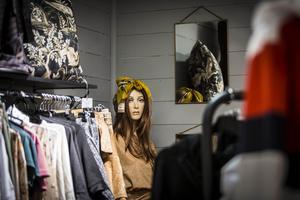 Under de senaste åren har butiken tagit in kläder i sitt sortiment för att ha möjlighet att få en större bredd till sina kunder.