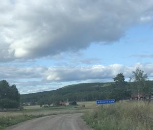 På väg in i Arkhyttan! Foto: Göran Greider.