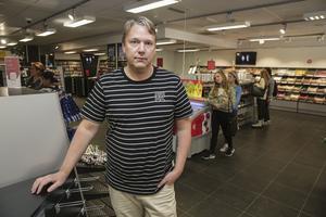 3 september. Storgatan i Ludvika blev en butik fattigare när Dick Gottberg aviserade att Godisbiten, tidigare Hemmakväll, skulle stänga efter tio år. Lösgodisförsäljningen räckte inte för att täcka upp för tappet på hyrfilmssidan, där moderna streamingtjänster har bidragit till nedgången. Dick Gottberg gick vidare till ett jobb som distriktschef för Veteranpoolen i Dalarna.