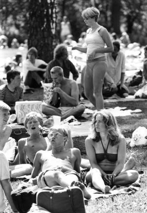 Arrangörerna Örebro Förenade Musiker, ÖFM, hade tur med vädret, och musikälskarna kom i cykelkaravaner till Hästhagen den 9 juni 1980.  Men 1982 rasade Örebroläkaren Peter Paul Henemann