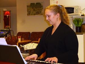 Ida Linné är den viktiga tredje länken som lägger grunden i Trio of Joys program.