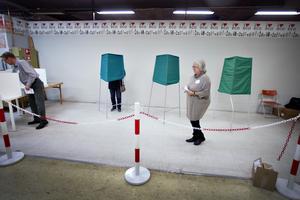Vaktbolag kan rycka ut och stötta personal och väljare i vallokalerna om det skulle behövas.