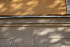 Sprickor på fasaden på Gamla Flickskolan.