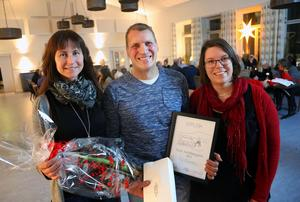 Ulf Larsson, Hede, är årets Sonfjällbygdare. Här tillsammans med Eva Nordström och Olivia Söderlund, Hede Företagargrupp