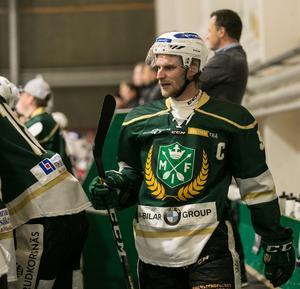 Emil Knuts har gått från division tre-spel till att bli lagkapten i Hockeyettan.