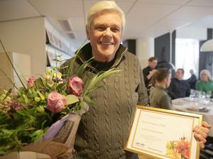"""29 januari. För första gången utsåg kommunala bostadsbolaget Bärkehus i Smedjebacken och Hyresgästföreningen """"Årets granne"""". Boende hos Bärkehus lämnade in 23 nomineringar och den historiska första vinnaren av den ärofyllda utmärkelsen blev Leif Hermansson, 81."""