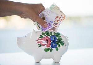 Hälften i Dalarna sparar regelbundet varje månad.