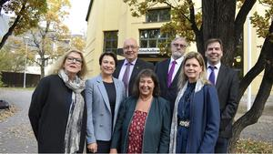 De nya landstingsråden, Lisbeth Mörk Amnelius (DSP), Birgitta Sacrédeus (KD), Ulf Berg (M), Kerstin Lundh (MP), Bo Brännström (L), Sofia Jarl (C) och Christer Carlsson (M).