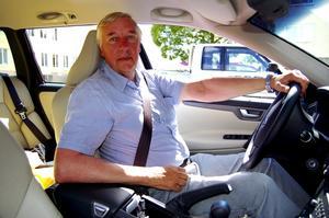 Bilbälte såklart. Bilbältet är en bra och billig liv- och olycksfallsförsäkring som det borde vara självklart att använda, anser Allan Sandell i Dalarnas Trafiksäkerhetsförbund.