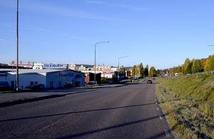 Heffnersvägen, mellan Heffnersvägen 22 och passagen under Sundsvallsbron, stängs permanent. Kommer också att användas för omledningar under vägbygget.