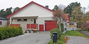 Mästaregatan 8 i Kungsör har bytt ägare för 2 400 000 kronor.