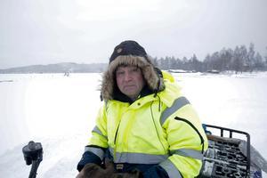"""Nu är det minst 12 centimeter is på Väsman och på de delar av sjön som frös till sist är det riktigt fin kärnis, berättar Bengt Hjort som ser fram emot att kunna öppna """"Väsman Arena""""."""
