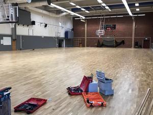 Golvet i Karlbergshallen är klart. Bild: Richard Persson, Köping Stars.