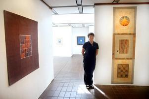 Sinnlig textilkonstnär. Margareta Krantz får betraktaren att känna ögats glädje över mångfalden, med sin utställning i Sandvikens Konsthall.