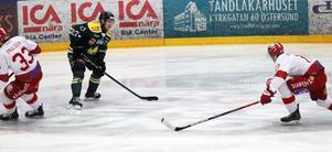 Linus Wernersson-Libäck i förspelet till 1-0-målet mot Vallentuna.