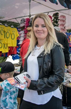 Maria Svensson hade lovat sina barn varsin leksak så de var på jakt efter dem.