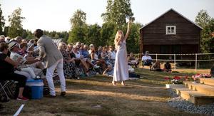 Förra sommaren kom det mycket besökare till allsången på Anna och Martin Gården i Tynderö.