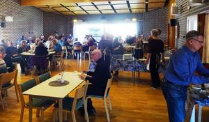Många tog tillfället att äta torsdagssoppa på Församlingshemmet. Foto: Kjell Larsson