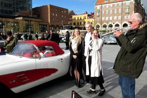 Liza Woldner, till vänster fångades av den 56 år gamla Corvetten, liksom pojkvännen Max Roström, bästa kompisen Ellinor Harlen, och inte minst Max' farfar Bo Roström.