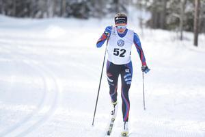 Sollefteås Frida Karlsson är junior äcven nästa säsong. Men redan nu är hon starkare än många av landets bästa seniorer.