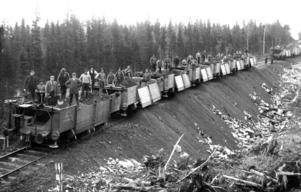 Rallare på Inlandsbanan i Litstrakten i början av 1910-talet. Det gick åt en del grus för att bygga banvallarna.