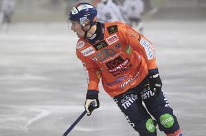 Jesper Larsson blir bara bättre – backen gjorde några väldigt viktiga och svåra brytningar när Motala satte tryck i andra halvlek.