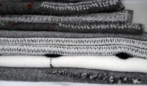 Elin Westlund jobbar mycket med svart, vitt och gråskalor, samt strukturer, oftare än rena mönster.