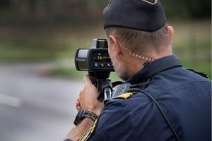 Västra Jära på riksväg 40, är ett av vägavsnitten i hela landet där polisen bötfäller flest fortkörare.
