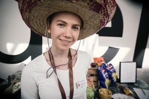 Sophie Joon från Leksand. UF-företag: Easy Friday Bag. Gör: Säljer en matkasse med temat fredagsmys.