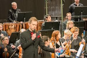 Sundsvalls Blåsorkester bidrog också med sin återkommande presentatör Jan Lundgren.