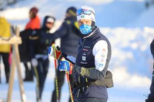 Calle Halfvarsson var tillbaka i längdspåret under torsdagen efter magproblemen och kunde genomföra hela passet när det kördes  testrace i form av sprint.