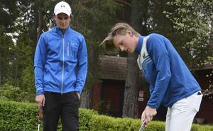 Gävle GK:s Joacim Åhlund och Pontus Nyholm kämpar om topplaceringarna i lag-SM på Barsebäck just nu. FOTO: ARKIV