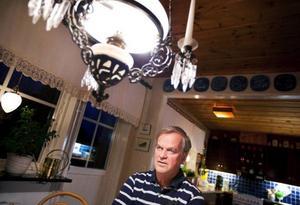"""För precis 20 år sedan satt läraren Sören Magnusson från Östersund i en taxi i Berlin på väg till bion. Då skriker plötsligt taxichauffören att """"muren är öppen"""". """"Ändå upplevde jag inga glädjeyttringar i Berlin, snarare handlade det om pur förvåning"""", säger Sören om det historiska ögonblicket. Foto: Håkan Luthman"""
