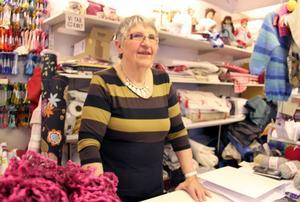 Butiken Järvsö garn och handarbete har Anna-Greta Hallin drivit med lust och engagemang i snart 35 år. Något hon nu prisas för av Centerkvinnorna Gävleborg.