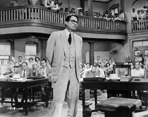 """Gregory Peck spelade rollen som advokaten Atticus Finch i Hollywood-filmatiseringen av Harpers Lees roman """"To kill a mockingbird"""" (""""Dödssynden""""). Filmen belönades med tre Oscar 1962."""