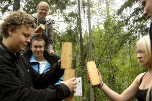 Tornbygge. Hur högt blir det? Jacob Kiirikki, Frida Sjöberg, Martin Steen Eriksson, Annie Michel och Jesper Höök.