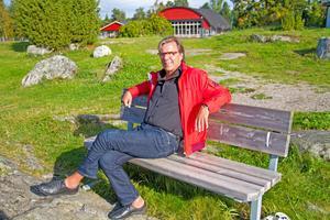 Jens Kristensen kommer till Linsell tillsammans med Östen Eriksson för att underhålla på fredagskvällens musikcafé.