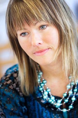 Till sångpedagoger Astrid Domino kommer alla sorters människor – från operasångare och andra sångpedagoger till ungdomar som funderar på att söka till Talang eller Idol.
