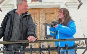 Lennart Zackrisson och Eva Nises reser runt och kollar hur det ser ut i kommunerna vad gäller affärsverksamhet och aktiviteter. FOTO: ROLLE ENGVALL