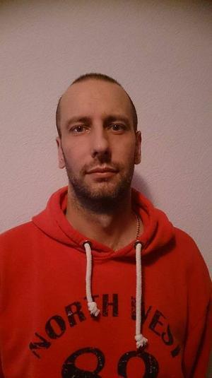 Christer Näslund från Håsjö befinner sig just nu på Krim-halvön där han väntar på att få ta hem sin familj.