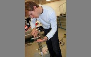 NOGGRANN. Mattias Ekström har ännu inte bestämt var han kör i årets racingsäsong.Foto: MÅRTEN LÅNG